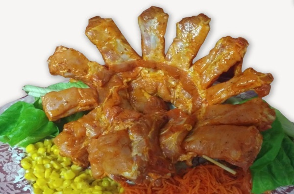 Costillar de cerdo marinado con salsa suave barbacoa